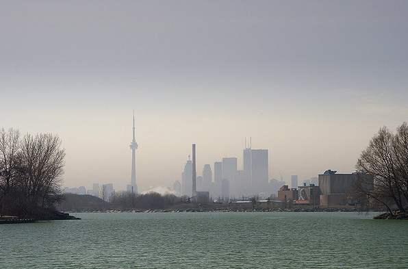 Toronto-smog-Ontario-Joe_Nicholl-CC-flickr