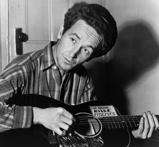Woody_Guthrie_1943-pubdomain