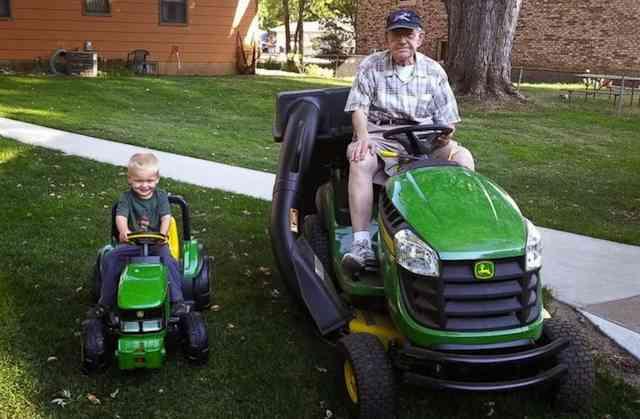 senior-toddler-Emmett_Erlin_lawnmowing_familyphoto