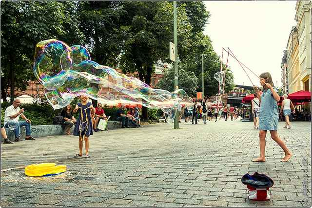 Berlin-blowing-bubbles-cc-Niels_Linneberg