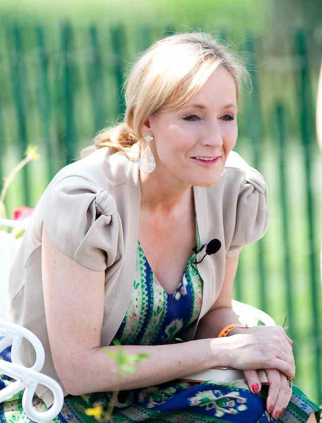 J._K._Rowling_2010-CC-Daniel_Ogren-Flickr