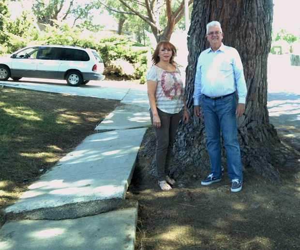 Mary-conklin-w-big-tree-PETER_FISCHETTI