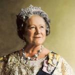 Queen_Elizabeth_the_Queen_Mother_portrait-publicdomain