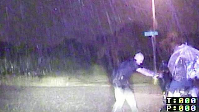 cop-officer_helps_wheelchair-in-rain-dashcam