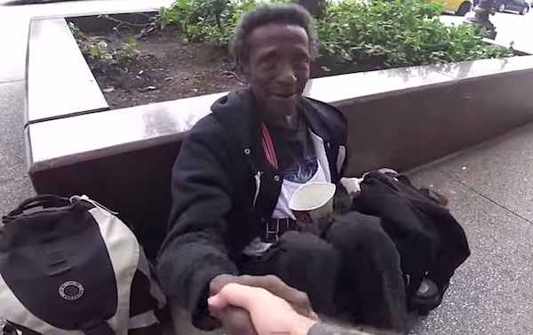 homeless-man-shakes-hands-gift-reKindle