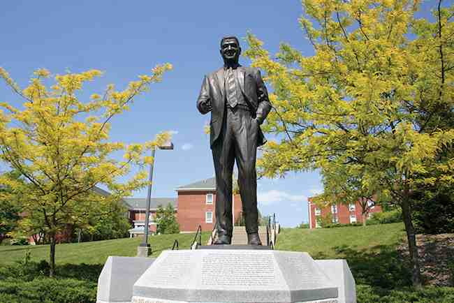statue-Whitney_M_Young-Kentucky-state-U-campus-schoolphoto