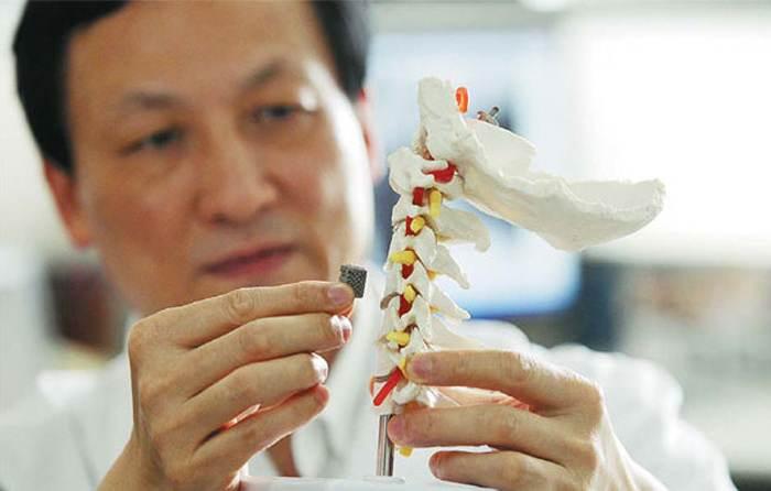 3D-printed-vertebra-liu-zhongjun-orthopaedics-peking-university-third-hospital