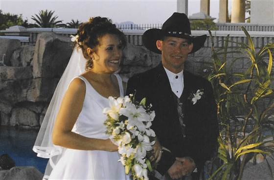 Nicole-Munda-with-liver-donor-husband-familyphoto