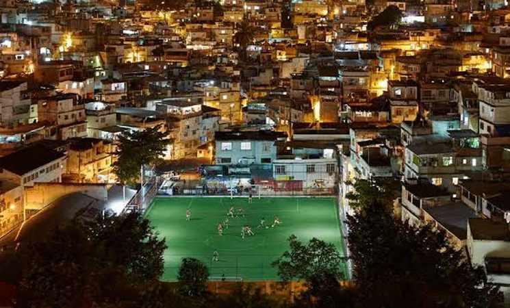 Pavegen-kinetic-energy-soccer-pitch-Brazil