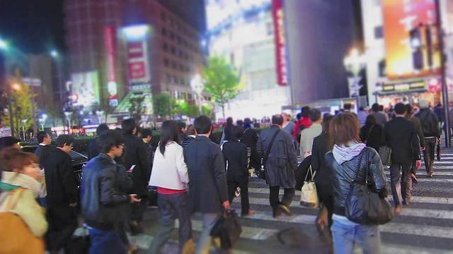 busy-pedestrians-walking-Japan-cc-kevin_dooley