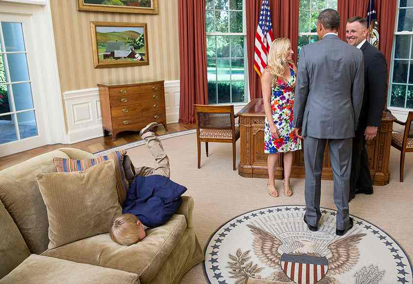 cropd-Oval-office-kid-gets-bored-with-Obama-LawrenceJackson