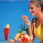 eating-fruit-at-beach-SunStar