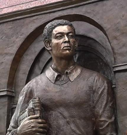 statue-honoring-Tim-Cole-as-student