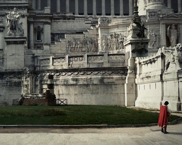 640-Red-caped_roman_Google_StreetView