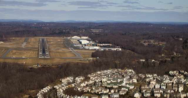 640px-Westchester-Airport-NY-Michael_Hall-CC