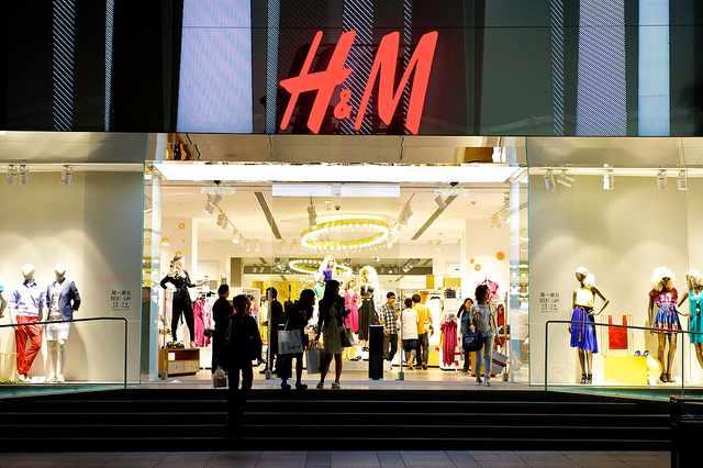 H&M-store-front-CC-Simon_A-640px