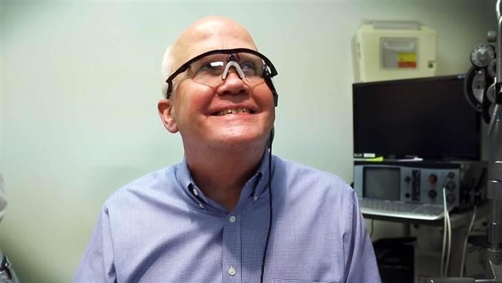 Larry_Hester-gets-bionic-eye-DukeUniversity