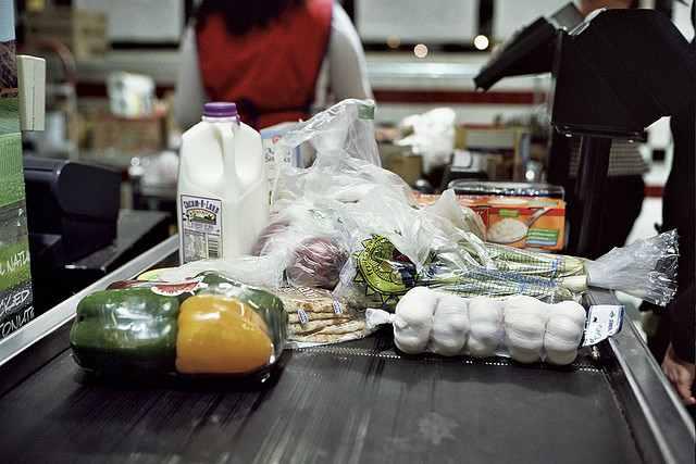checkout-line-grocery-CC-Wil_Stuckey-640px