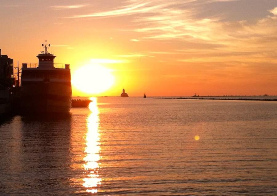 chicago-sunrise-ferry-boat-800px