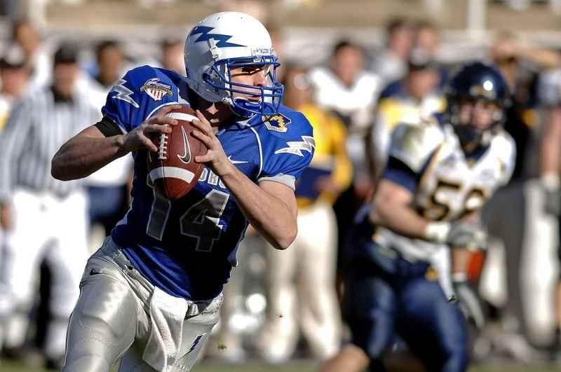 shea-smith-public-domain-wikimedia-quarterback