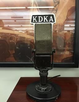 350px-KDKA_microphone_cc-Djembayz