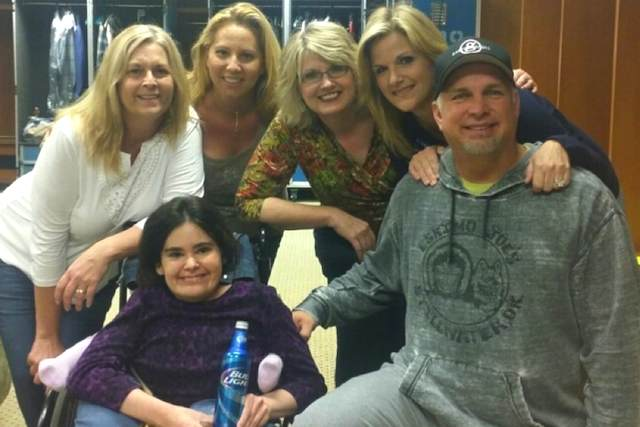 Garth Brooks with Nicole Small familyphoto