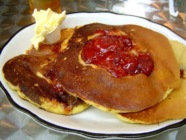 diner-pancakes-CC-Robyn_Lee-640px