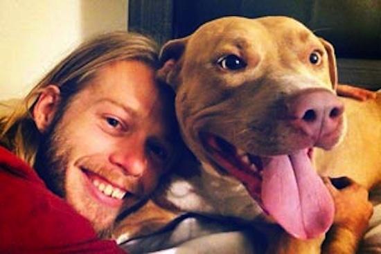 vet-w-Pit-Bull-Therapy-Dog-JosephStanberrycourtesyBestFriends