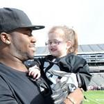 OaklandRaider-with-4yo-ailing-fan-TonyGonzales:Raidersphoto
