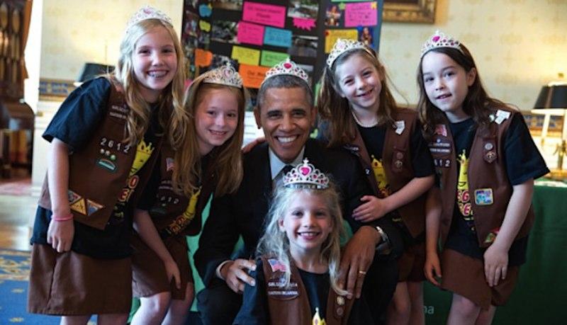 obama-wears-tiara-PeteSouza-WH