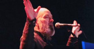 Michael-Stipe-2015-on-stage-youtube
