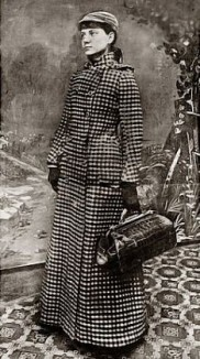 Nellie Bly w coat and bag NYWorld