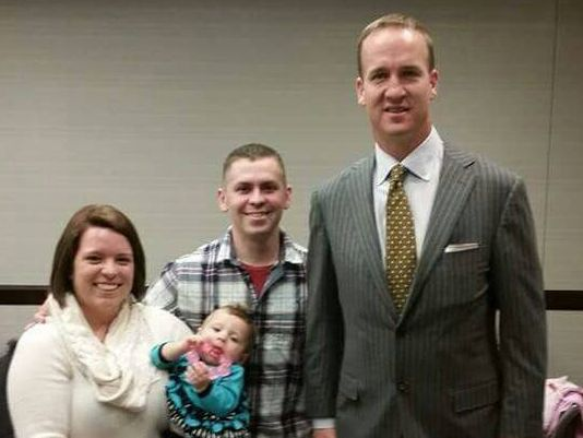 Peyton Manning-with Army sgt from Alaska-familyphoto