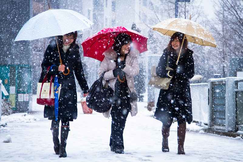 friends-happiness-Japan-winter-snow-AgustinRafaelReyes-CC