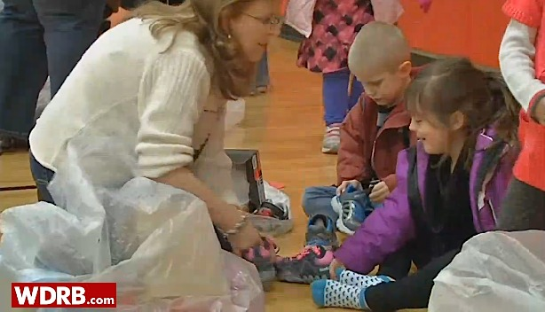students get shoes-WDRBvid