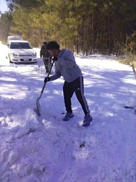 VA-teen-shovels-for-man-w walker-FamilyPhotoTeresaAdams