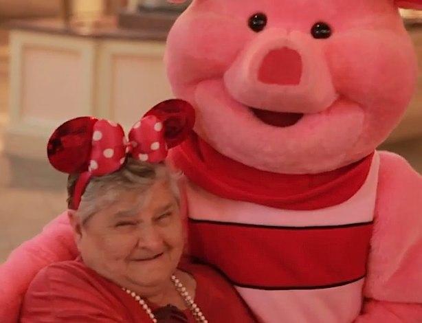 elderly-lady-with-Piglet-DisneyWorld-YouTube-SignatureHealth-submitted
