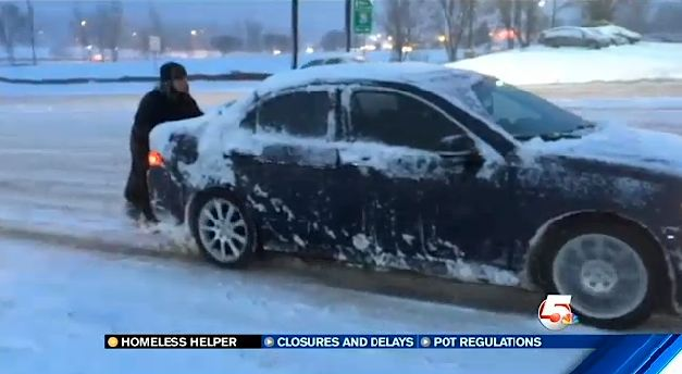 homeless-man pushes cars-KOAAvideo