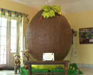 7ft-easter-egg-chocolate-BBCvideo