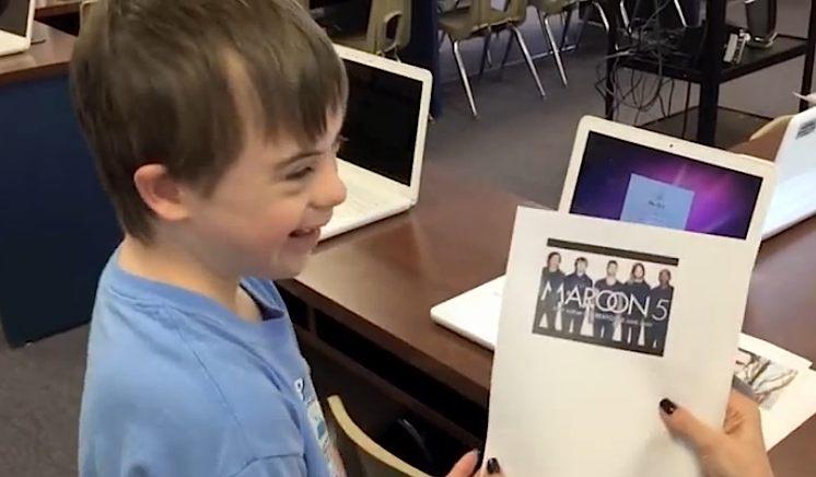 Maroon5 fan Christoper-YouTubevid