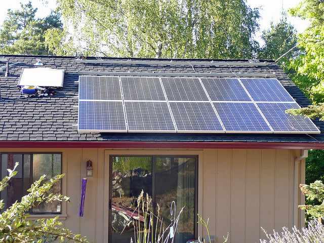 solar-rooftop-home-CC-ATIS547