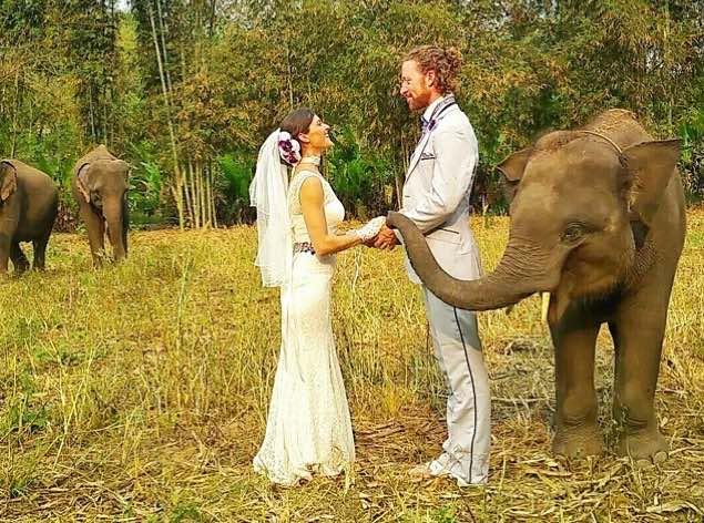 Acrobat_Couple_Married_elephants_CheetahPlattandRhiannWoodyard-familyphoto