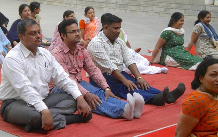 Indians-sitting-mats-yoga-vidna-intl-website