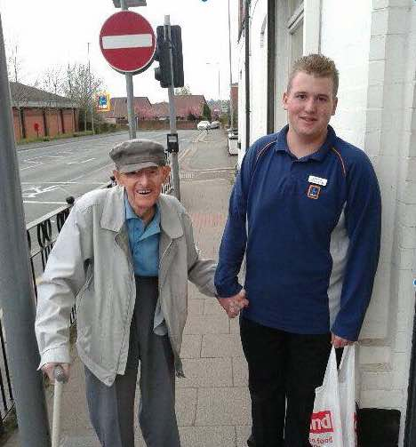 Viral News Home: Teen Walks Old Man Home, Photo Goes Viral