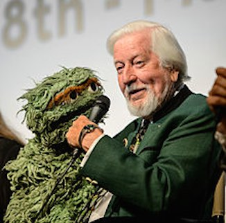 Carroll_Spinney_and_Oscar_the_Grouch_2014-CC-Neil Grabowsky