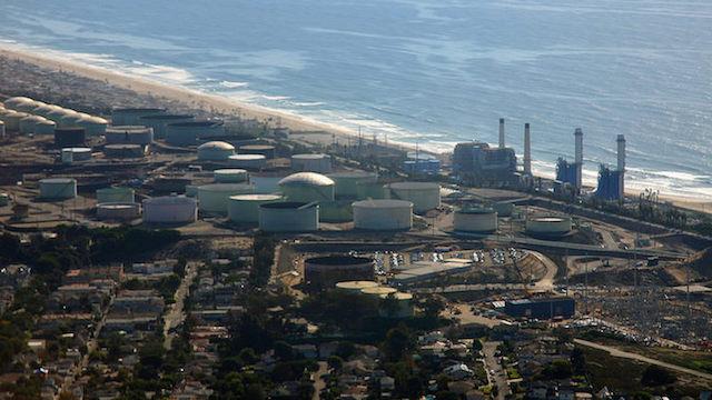 Oil-refinery-Saudi-photoby-dsearls-CC