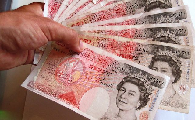 UK-Pounds-Fan-Photo-Credit-Images_of_Money-CC-640