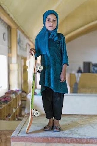 aghani-skate-board-girl
