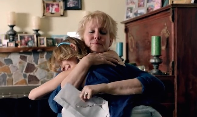 parent-mom-gets-hug-MinuteMaid-Youtube