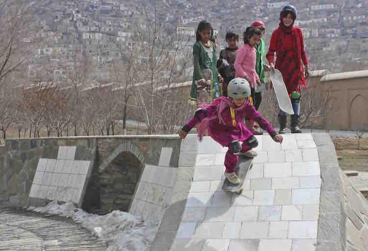 skateistan-girls-skate-garden-kabul1-jessica-fulfurd-dobson
